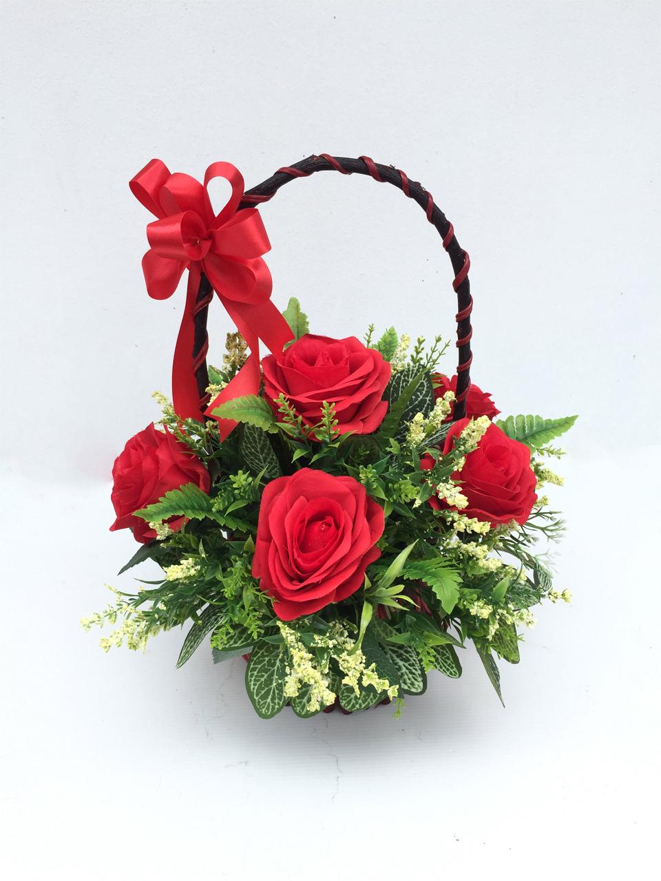 กระเช้าดอกไม้ประดิษฐ์กุหลาบแดงวาเลนไทน์ รหัส 4108