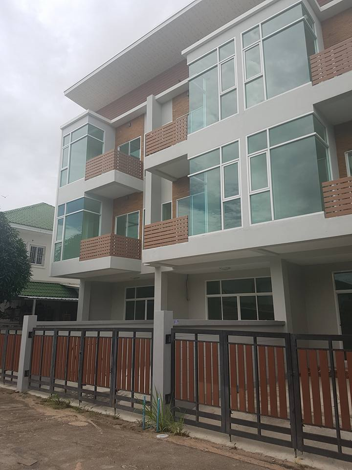 ขายทาวโฮม 3 ชั้น 3 คูหา 116 ตรว. Style Modern บนถนนแสนสุข เมืองชลบุรี