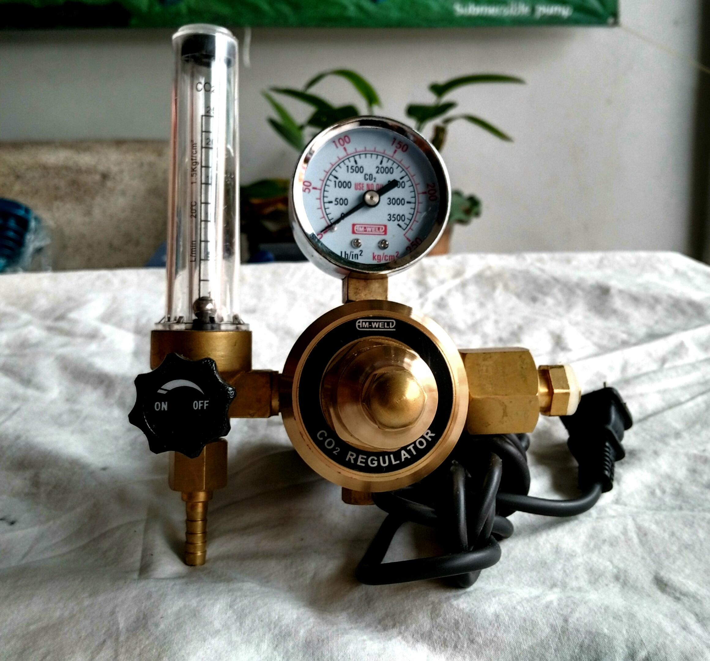 เกจ์แก๊ส CO2 พร้อมฮีตเตอร์ AM-WELD