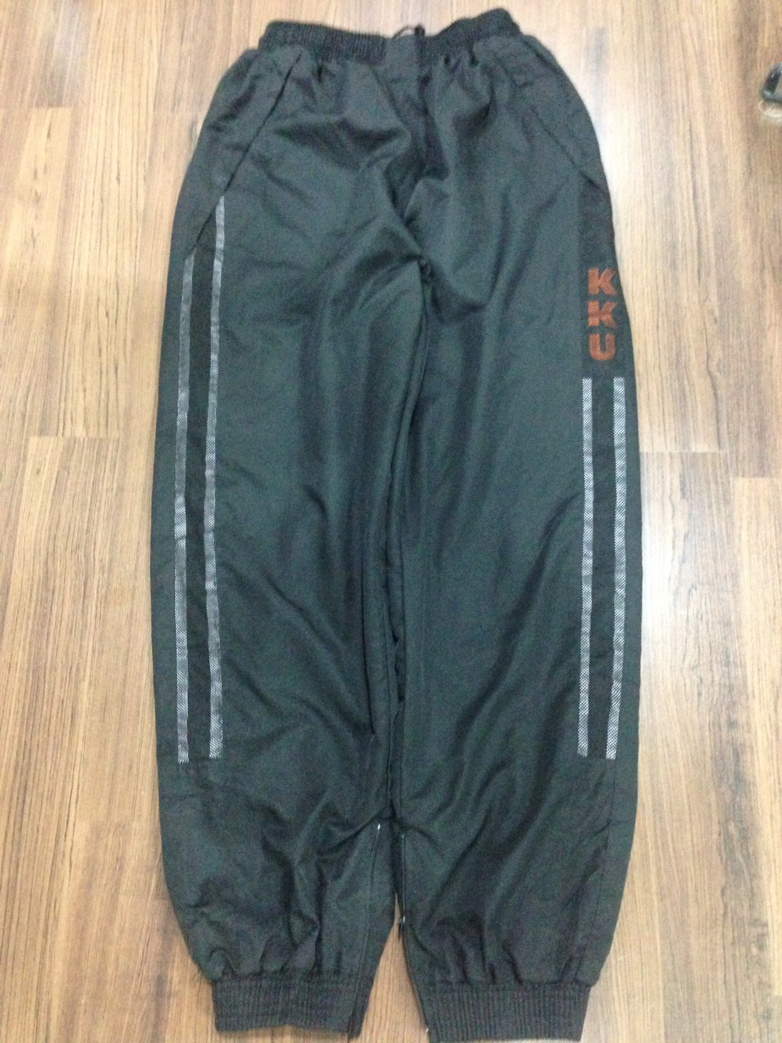 กางเกงพละผ้าร่ม หญิง/ชาย (สะโพก 46 นิ้ว ยาว 38 นิ้ว) ขนาดไซด์ M