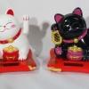 แมวกวัก พลังแสง คู่ สีขาว-ดำ สูง 3 นิ้ว (ชุด2ตัว) [Sol-Cat-Sx2]