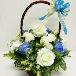 กระเช้าดอกไม้ประดิษฐ์กุหลาบฟ้าขาว รหัส 4105