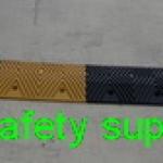 ยางชะลอความเร็ว 40x50x6 cm สีเหลืองดำ