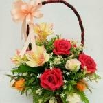 กระเช้าดอกไม้ประดิษฐ์กุหลาบแดง-ลิลลี่ส้ม รหัส 4106