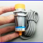 พร็อกซิมิตี้เซนเซอร์ ตรวจจับวัตถุโลหะ และอโลหะ capacitive proximity sensor LJC30A3-H-Z/BY Diameter 30mm