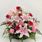กระเช้าดอกไม้กุหลาบแดง-ลิลลี่