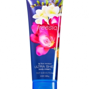 Bath & Body Works ULTRA SHEA body cream Freesia 8 oz.(226 g.)บำรุงผิวให้นุ่มมม หอมมม นาน 24 ช.ม.ดีมากๆจากอเมริกาค่ะ