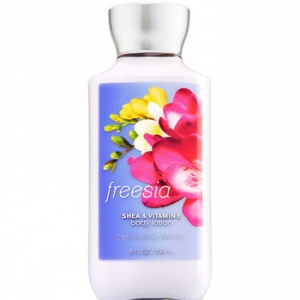 Bath & Body Works SHEA & VITAMIN E body lotion Freesia 8 oz.(236 ml.)บำรุงผิวให้นุ่มมม หอมมม นาน 16 ช.ม.ดีมากๆจากอเมริกาค่ะ